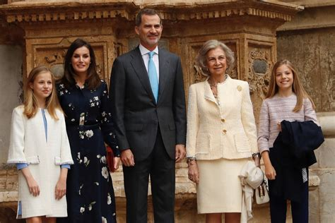 Spanish Royal Family Attends Easter Mass | RegalFille