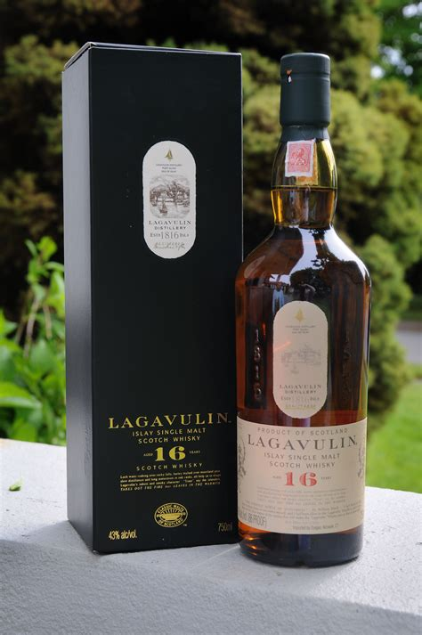 Review #1: Lagavulin 16 Year Old : Scotch